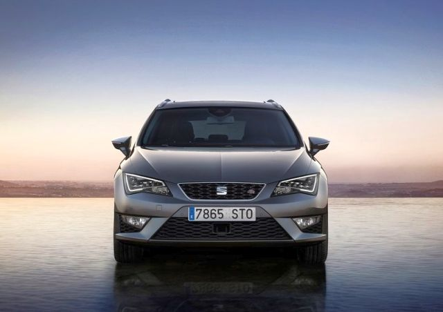 2014-SEAT_LEON_ST_front_pic-2