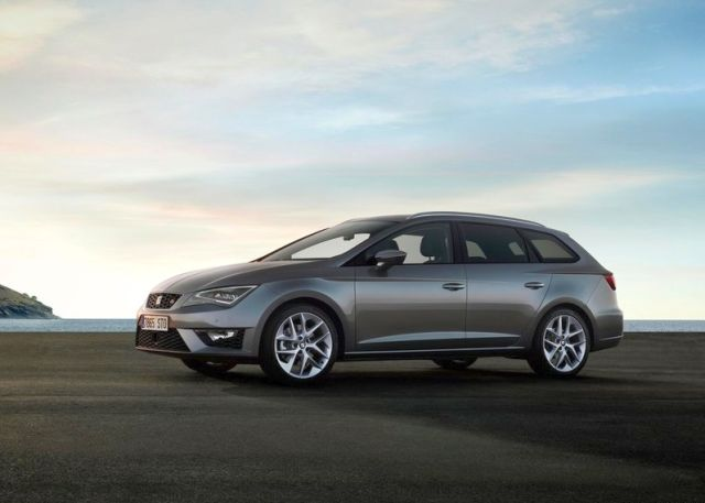 2014-SEAT_LEON_ST_front_pic-3