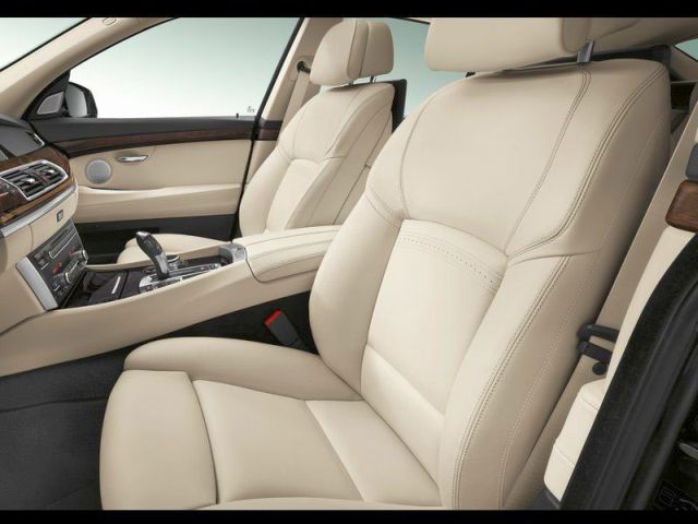 2014_BMW_5_SERIES_GT_front_seats_pic-13