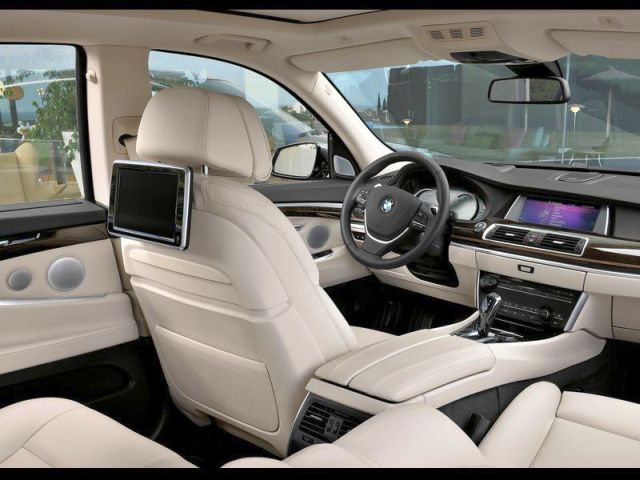 2014_BMW_5_SERIES_GT_interior_pic-14