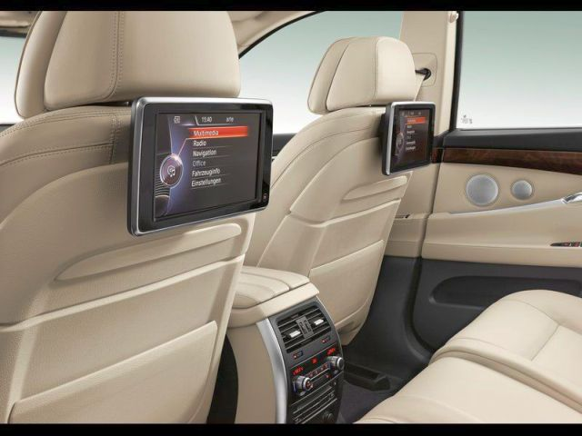 2014_BMW_5_SERIES_GT_interior_pic-16