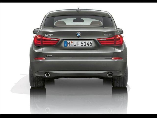2014_BMW_5_SERIES_GT_rear_pic-4