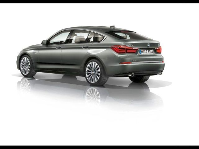 2014_BMW_5_SERIES_GT_rear_pic-6