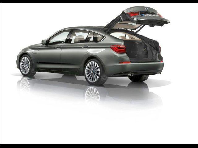 2014_BMW_5_SERIES_GT_rear_pic-9