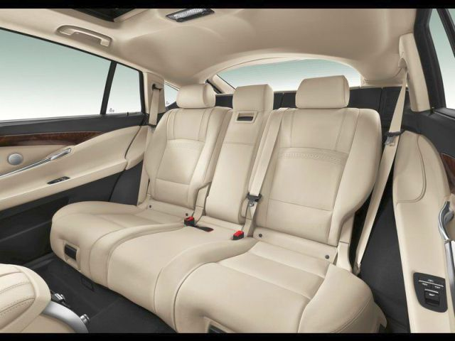 2014_BMW_5_SERIES_GT_rear_seats_pic-11