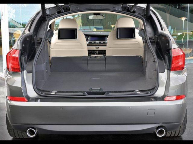 2014_BMW_5_SERIES_GT_rear_trunk_pic-10