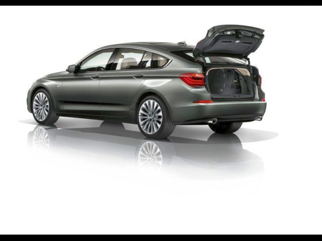 2014_BMW_5_SERIES_GT_rear_trunk_pic-8