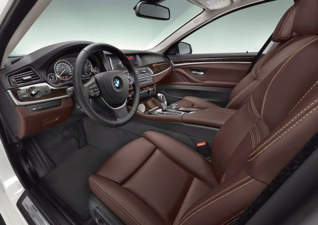 2014_BMW_5_SERIES_TOURING_brown_interior_pic-21