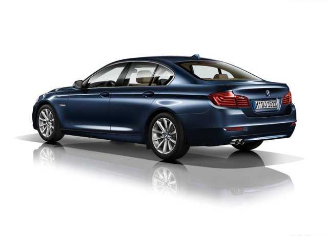 2014_BMW_5_SERIES_blue_pic-7