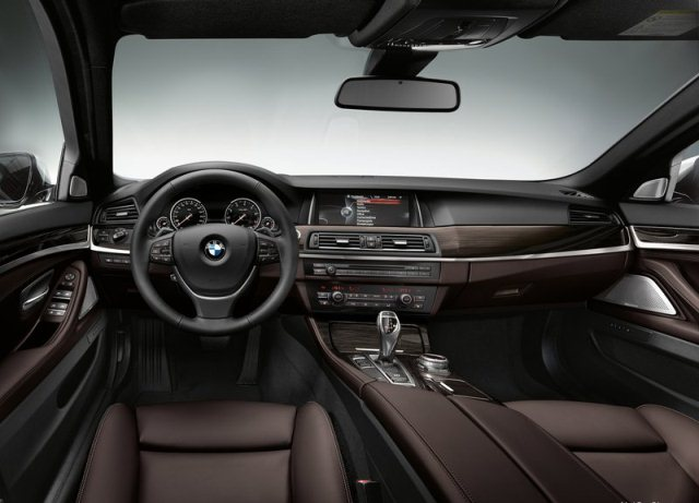 2014_BMW_5_SERIES_dashboard_pic-10