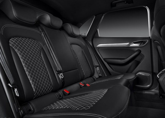 2014_Blue_Audi_Q3_RS_interior_pic-5