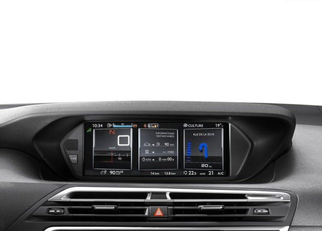 2014_CITROEN_C4_PICASSO_digital_dashboard_pic-14