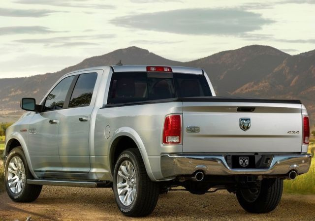 2014_DODGE_RAM_1500_rear_pic-5