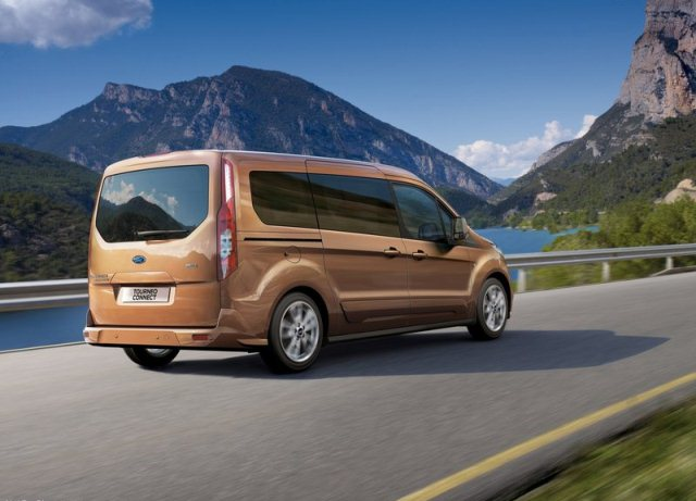 2014_FORD_Tourneo_Connect_rear_pic-2