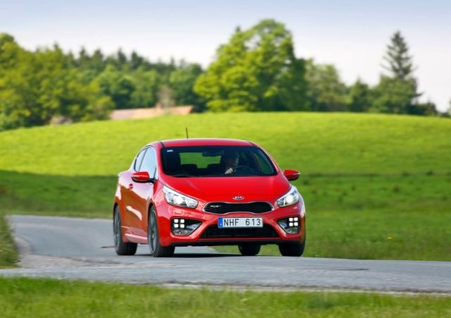 2014_KIA_PRO_CEED_GT_red_front_pic-10