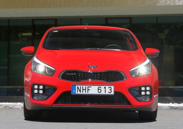 2014_KIA_PRO_CEED_GT_red_front_pic-12
