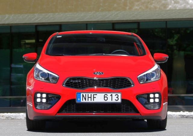 2014_KIA_PRO_CEED_GT_red_front_pic-5