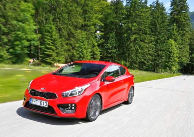 2014_KIA_PRO_CEED_GT_red_front_pic-8