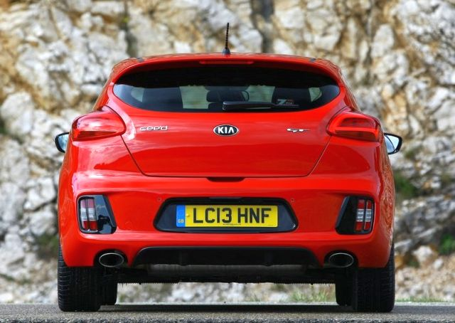 2014_KIA_PRO_CEED_GT_red_rear_pic-14