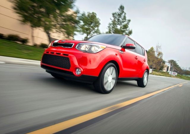 2014_KIA_SOUL_front_red_pic-2