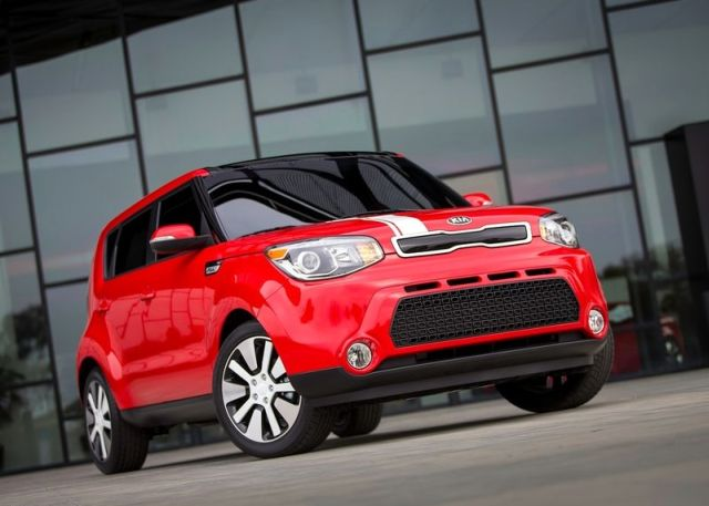 2014_KIA_SOUL_front_red_pic-3