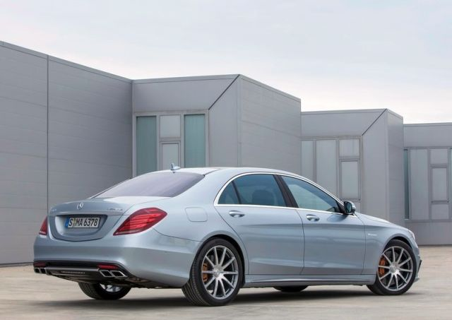 2014_MERCEDES_S63_AMG_rear_pic-9