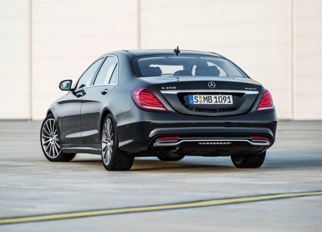 2014_MERCEDES_S_CLASS_rear_pic-4