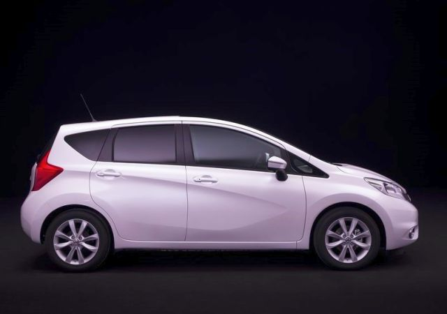 2014_NISSAN_Note_white_profife_pic-8