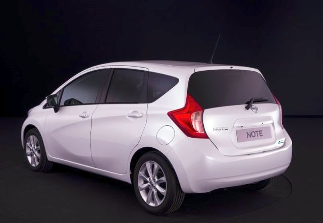 2014_NISSAN_Note_white_rear_pic-7