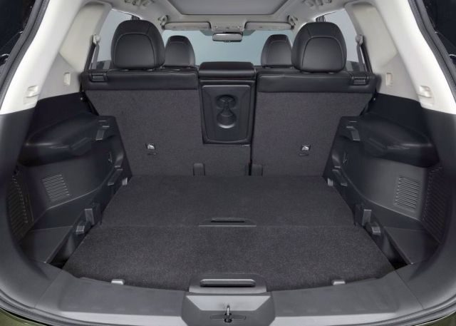 2016_NISSAN_X-TRAIL_trunk_pic-11