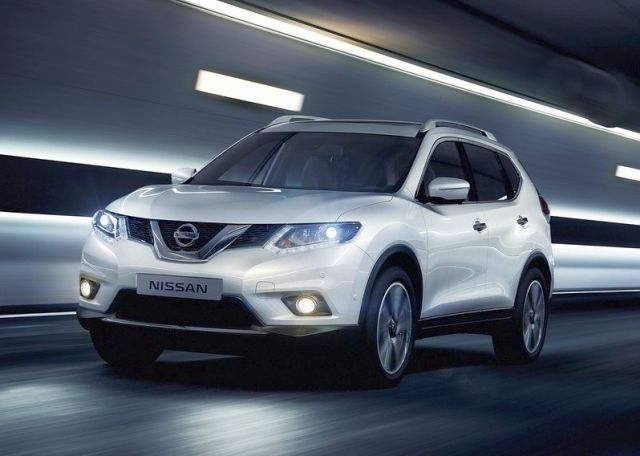 2016_NISSAN_X-TRAIL_white_color_front_pic-1