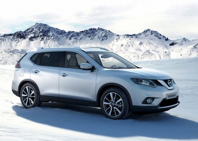 2014_NISSAN_X-TRAIL_white_color_on_the_snow_pic-3