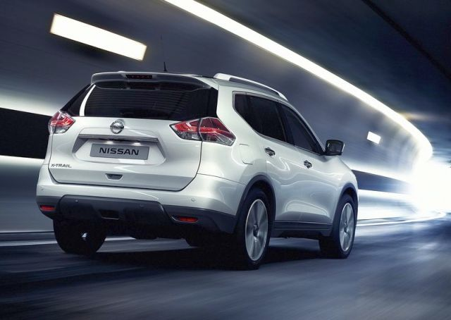 2014_NISSAN_X-TRAIL_white_color_rear_pic-2