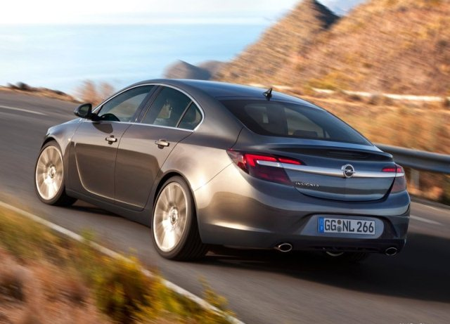2014_OPEL_INSIGNIA_Restyle_rear_pic-3