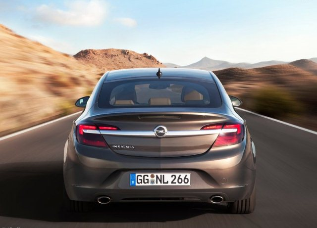 2014_OPEL_INSIGNIA_Restyle_rear_pic-4