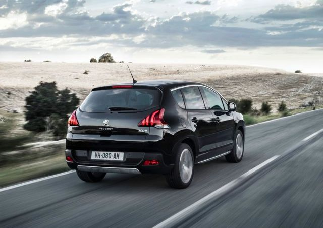 2014_PEUGEOT_3008_Restyle_Black_rear_pic-5