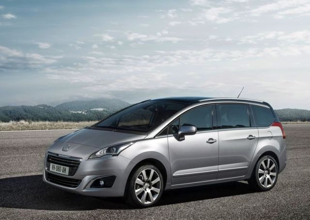 2014_PEUGEOT_5008_front_pic-1