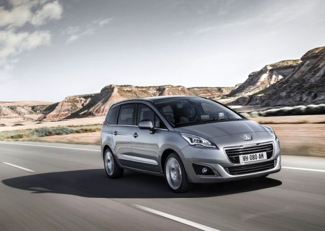 2014_PEUGEOT_5008_front_pic-2