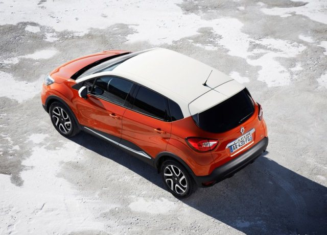 2014_RENAULT_CAPTUR_airview_rear_pic-2
