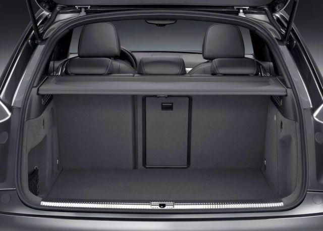 2014_RS_Q3_Audi_trunk_pic-15