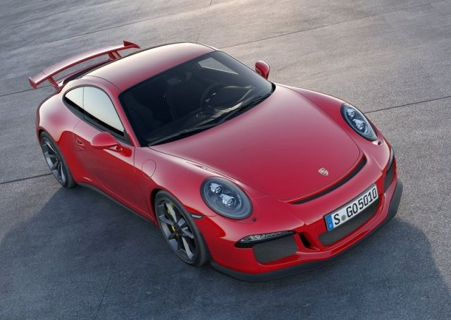 2014_Red_PORSCHE_911_GT3_front_pic-1