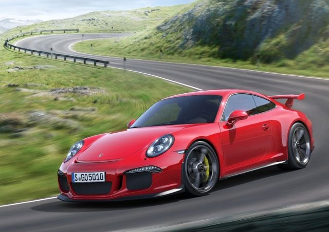 2014_Red_PORSCHE_911_GT3_front_pic-2