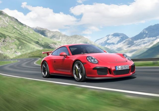 2014_Red_PORSCHE_911_GT3_front_pic-3