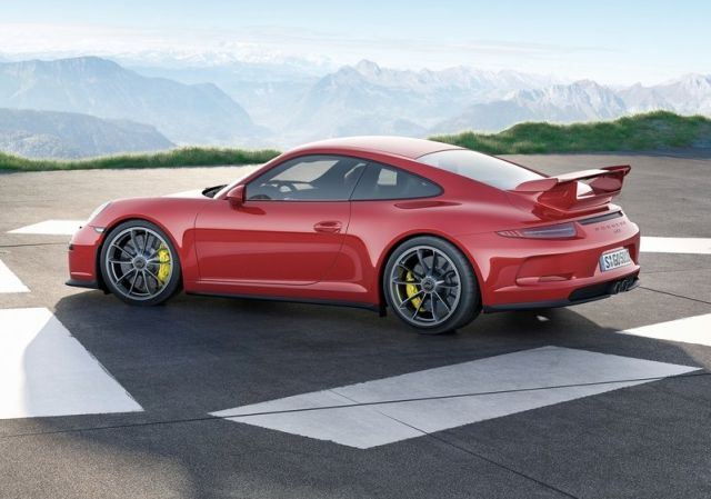 2014_Red_PORSCHE_911_GT3_rear_pic-5
