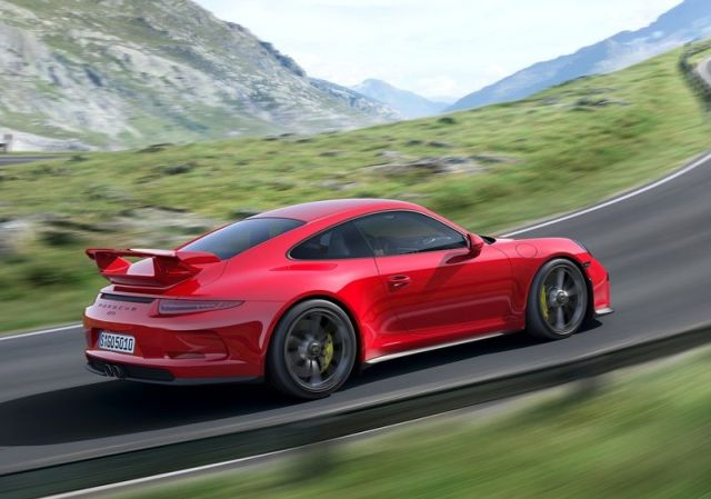 2014_Red_PORSCHE_911_GT3_rear_pic-6