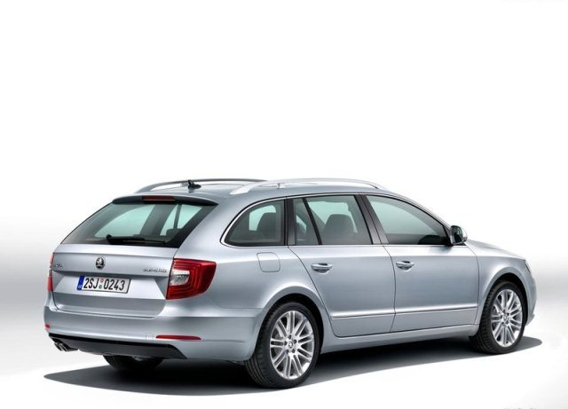 2014_SKODA_SUPERB_SW_rear_pic-4