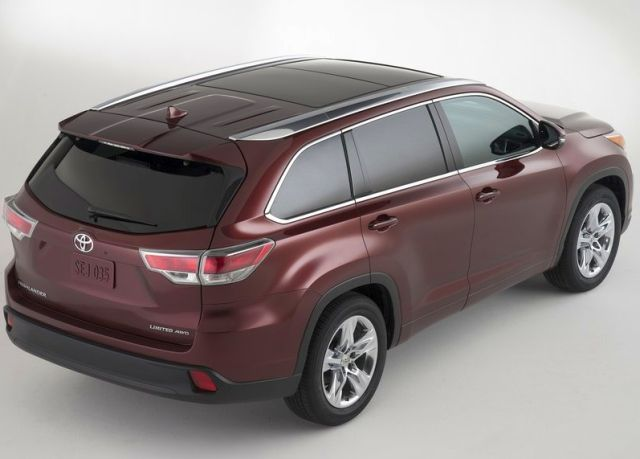 2014_TOYOTA_HIGHLANDER_airview_rear_pic-7