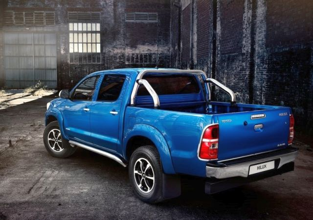 2014_TOYOTA_HILUX_INVINCIBLE_rear_pic-7