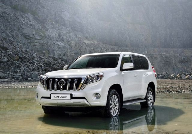 2014_TOYOTA_SUV_Land_Cruiser_front_pic-1