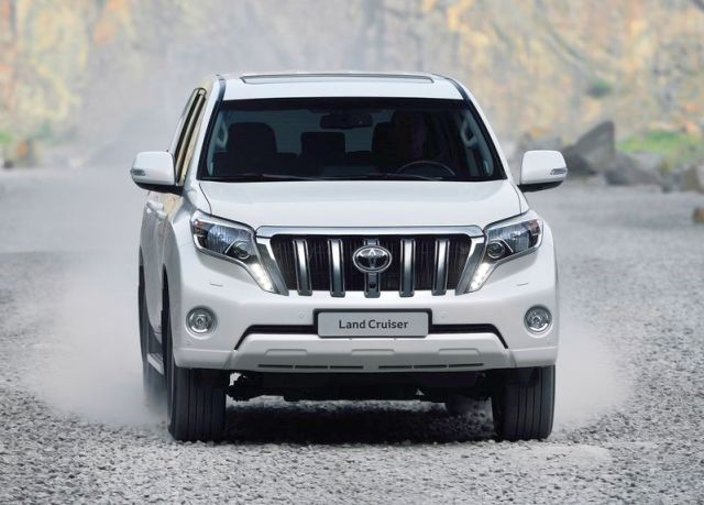 2014_TOYOTA_SUV_Land_Cruiser_front_pic-2